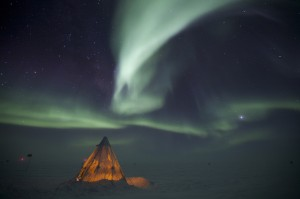 Amundsen-Scott-South-Pole-Station-Aurora-1280x850